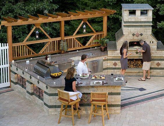 Часто в состав многофункционального печного комплекса включают не только мангал, казан, тандыр, барбекю, но и элементы кухни – столы, объединенные с комплексом общей столешницей и навесные шкафы, где можно хранить необходимую кухонную утварь и посуду красота, кухня, мангал, печка, печные комплексы, свой дом, шашлык