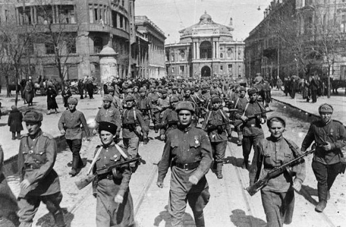 9. Марш Красной армии на улицах Одессы, весна 1944 года