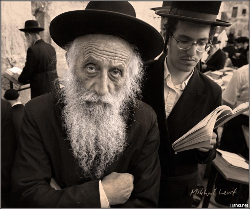 помощью фото старого еврея прикол довелось влезть крышу