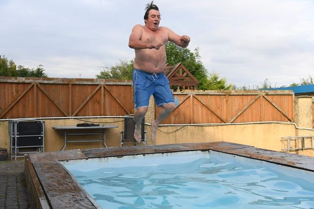 Однажды он напился и вырыл огромную яму во дворе — но вот как исправил ситуацию алкоголь, бассейн, люди, сделай сам, яма