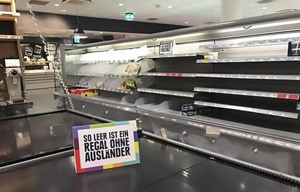 Супермаркет убрал с полок всю иностранную еду, чтобы высказать свое мнение относительно расизма EDEKA, гамбург, германия, еда. продукты. супермаркет. расизм, мнение