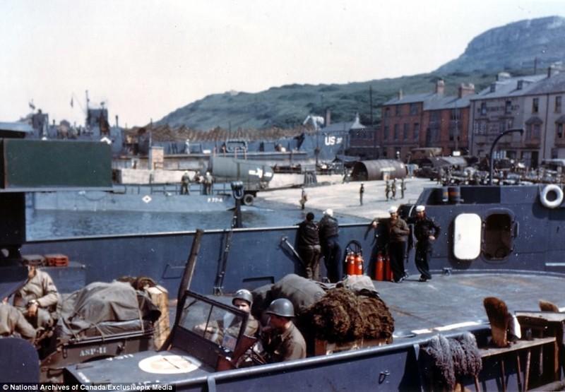 Как все начиналось: джипы грузят на корабли перед отправкой в Нормандию архивные фотографии, военные фото, вторая мировая война, вторая мировая. фото, нормандия, франция