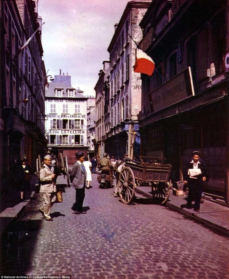 Улица в городе Шербур после его освобождения от немцев архивные фотографии, военные фото, вторая мировая война, вторая мировая. фото, нормандия, франция