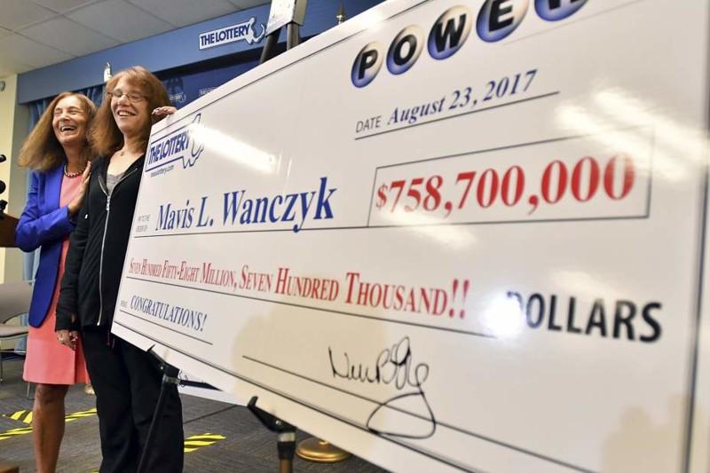 Она выиграла невероятные 758 миллионов долларов и тут же уволилась с работы везение, выигрыш, деньги, лотерея, люди, сша, удача