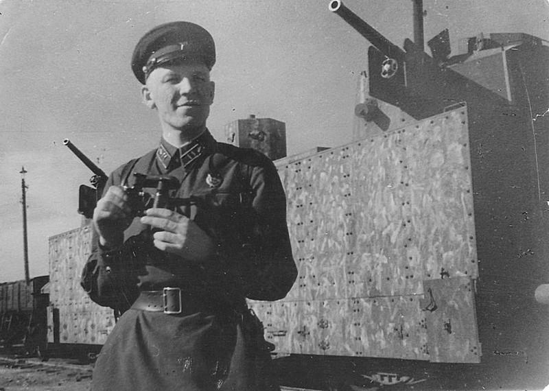 Командир 46-го Краснознаменного бронепоезда войск НКВД майора Г.Ф. Фирсов. СССР, война, история