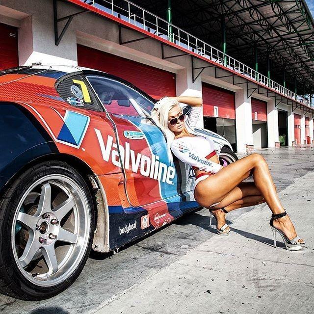 фотосессия с машиной на гонках душ