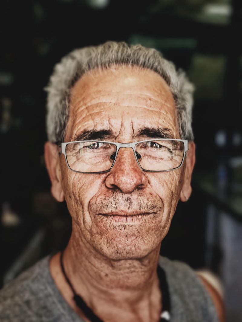 Хитрость фотографа: как сделать профессиональный портрет с помощью смартфона и коробки от бургера Хитрость, идея, коробка, портрет, смартфон, съемка, фотограф