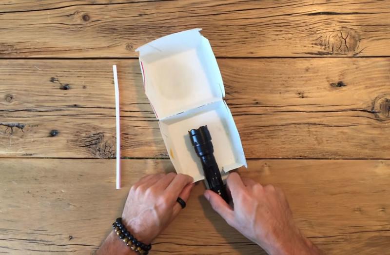 Филипп использовал фонарик, пластиковую соломинку и коробку от Биг-Мака, чтобы сделать осветительную установку Хитрость, идея, коробка, портрет, смартфон, съемка, фотограф