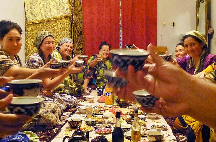 Они сажают женщин за отдельный стол в мире, законы, интересно, люди, познавательно, правила, русский, узбек