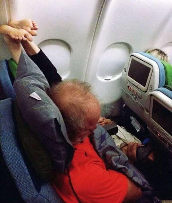 Ищет оригинальные фото девушек в самолете гол