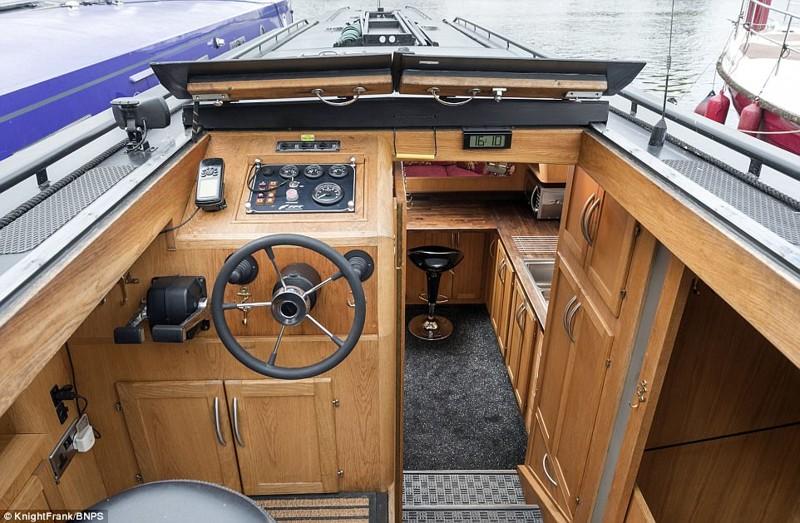 20-метровый плавучий дом выставлен на продажу дом на воде, интересные вещи, лодка, плавучий дом, хаусбот