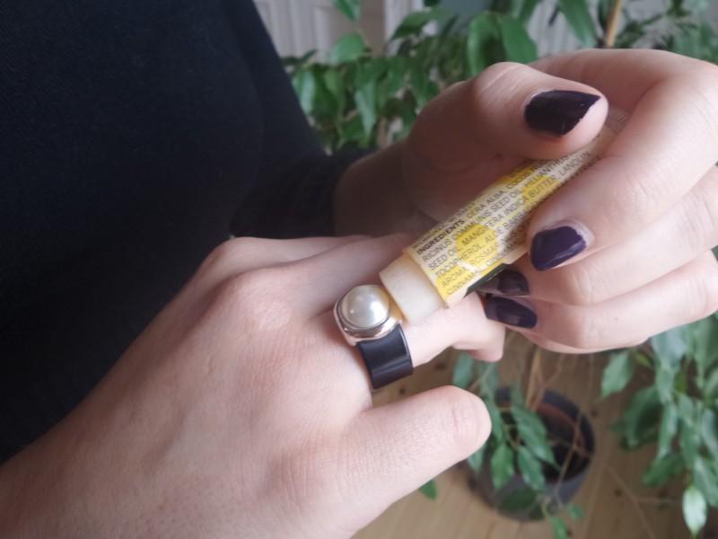 Когда кольцо не слезает Бытовые удобства, бальзам для губ, гигиеническая губная помада, необычно, необычные идеи, нестандартное использование, новое дело для привычных вещей, полезно