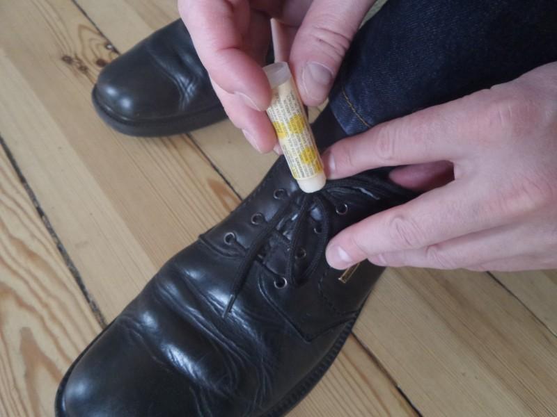 Когда шнурки содают проблемы Бытовые удобства, бальзам для губ, гигиеническая губная помада, необычно, необычные идеи, нестандартное использование, новое дело для привычных вещей, полезно