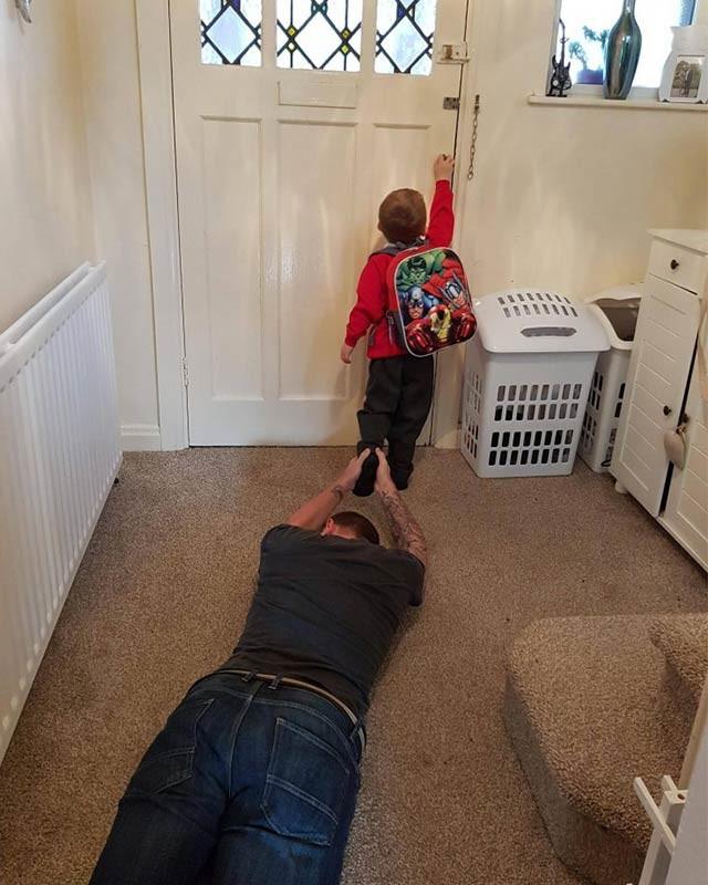 Тем не менее, иногда встречаются дети, которым не терпится улизнуть от родителей. дети, за парту, осень, портфель, родители, снова в школу, учебный год, школа