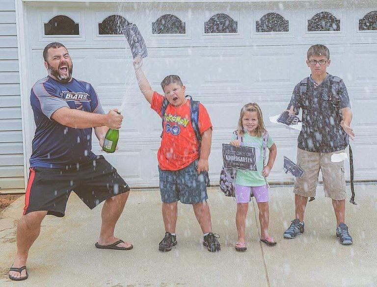 Детки, не переживайте! Дождетесь лета - и родители снова будут вашими... дети, за парту, осень, портфель, родители, снова в школу, учебный год, школа