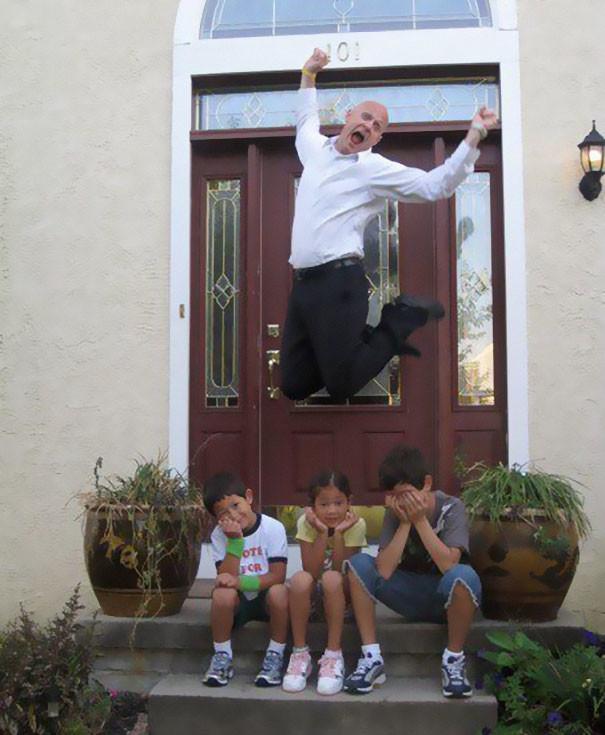 Добавьте этому рейтинга за высоту прыжка! дети, за парту, осень, портфель, родители, снова в школу, учебный год, школа