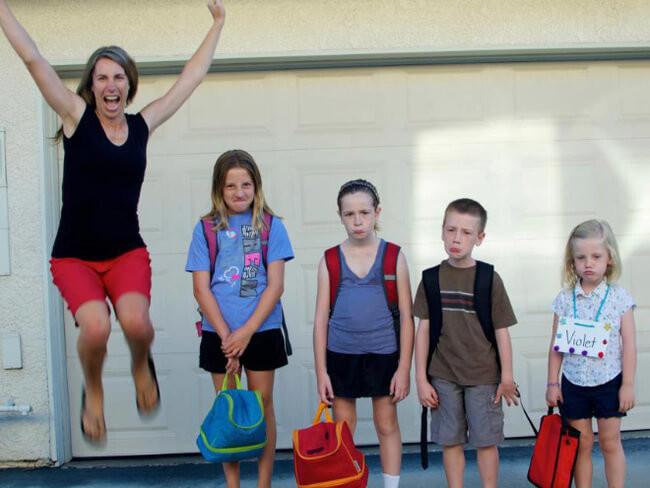 ...и эта тоже дети, за парту, осень, портфель, родители, снова в школу, учебный год, школа