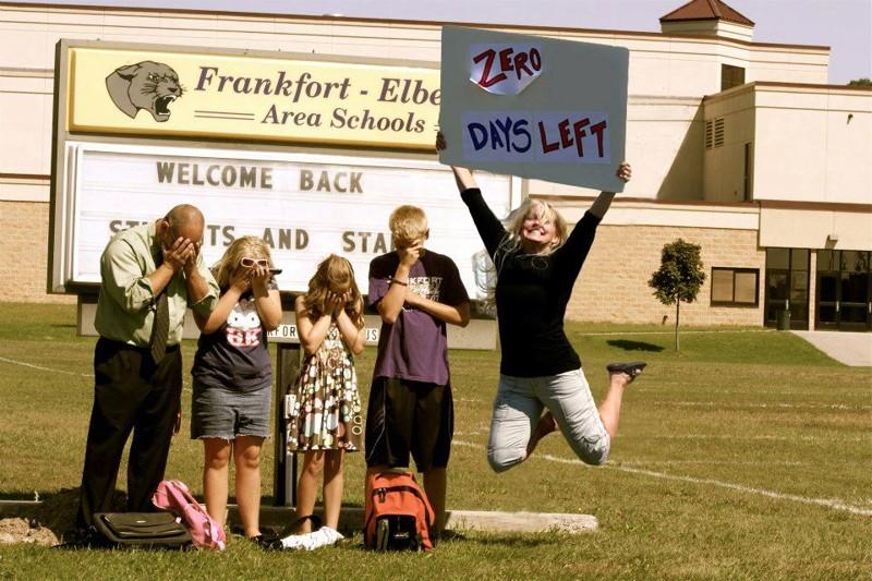 А здесь, по крайней мере, папа на стороне детей... дети, за парту, осень, портфель, родители, снова в школу, учебный год, школа