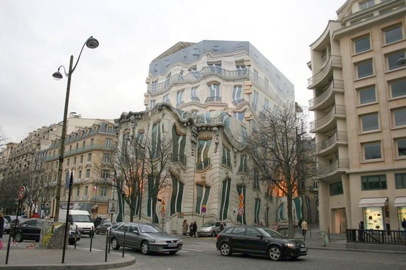 """4. """"Тающий дом"""" в Париже без фотошопа, вот это да!, интересные фотографии, необычные, реальность, фотошоп"""