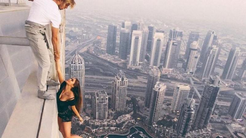 9. Модель, свисающая с небоскреба в Дубае без фотошопа, вот это да!, интересные фотографии, необычные, реальность, фотошоп