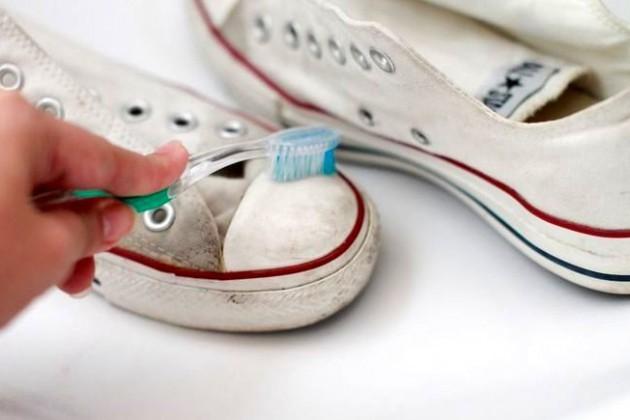 Зубную щетку в попу первый раз