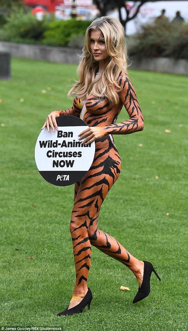 И теперь она всю себя отдает общественной работе Активистка, боди-арт, дикие животные, запрет, лондон, модель, тигрица, цирк