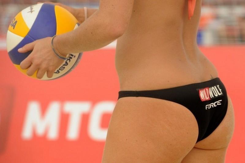 Попы сексуальные пляжный волейбол