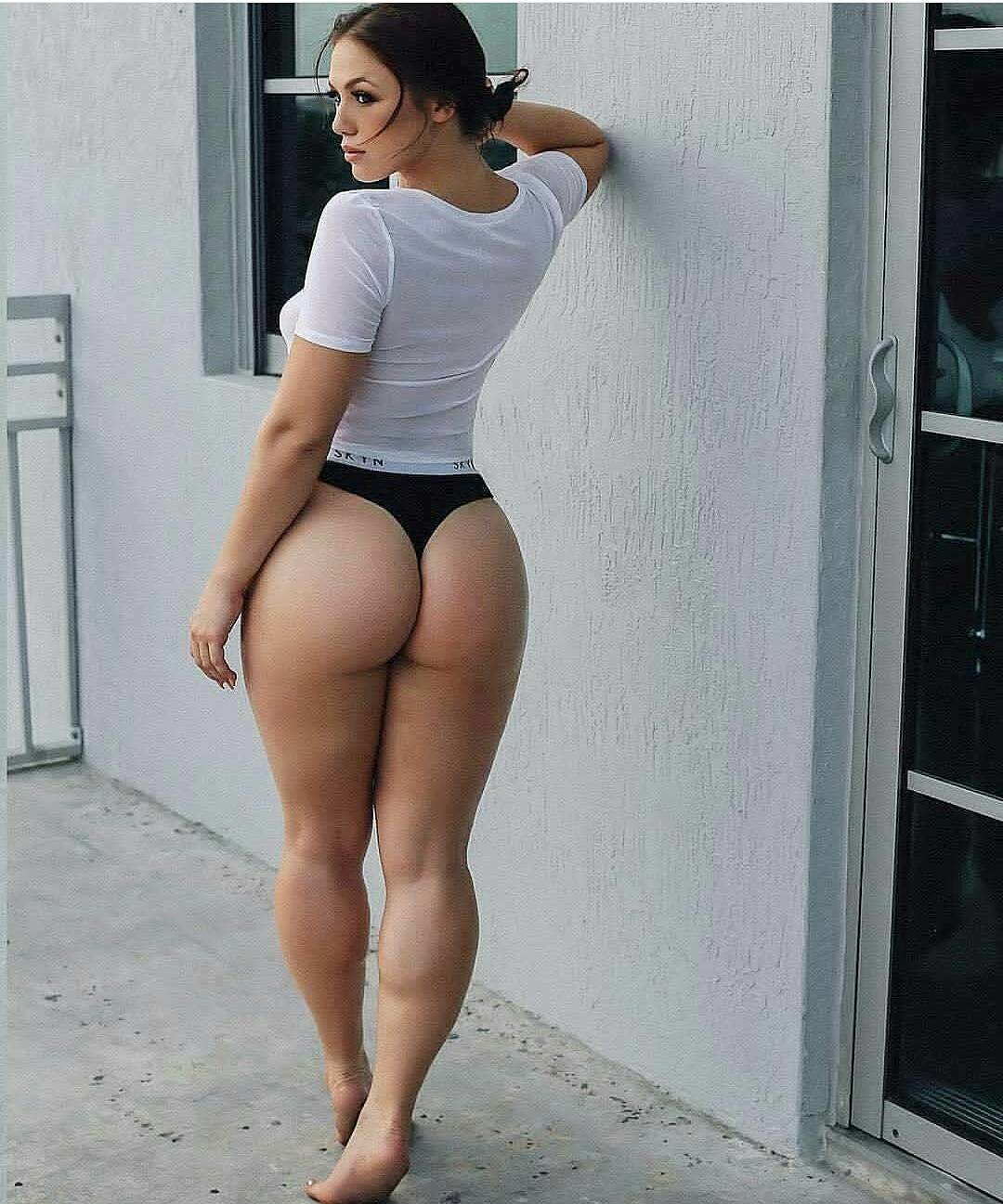 Young woman with a big ass, seen