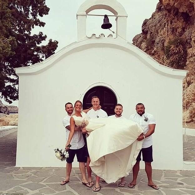 Порно ролики испортил свадьбу дочери