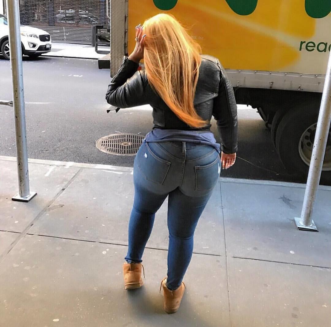 Порно девушка с просвечивающими штанами #15