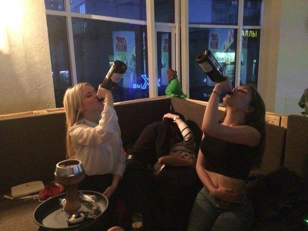 Литры выпитого алкоголя - это основные виновники всех курьезов на современных тусовках