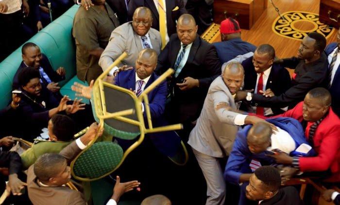 Заняты важными делами в парламенте Уганды 9gag, государственная дума, депутат, депутаты, идиотизм, опозорить страну, позор, политики