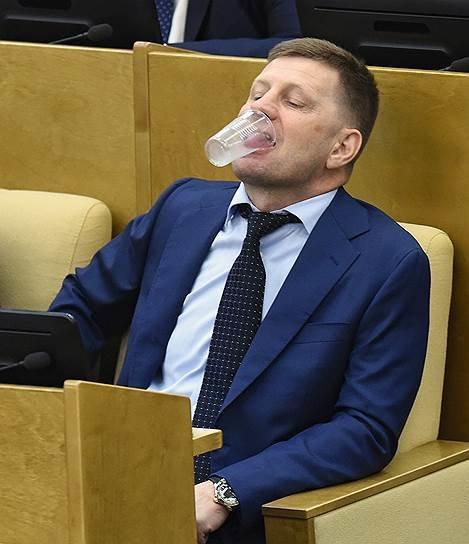 Законотворческий процесс, который высмеяли на 9gag.com 9gag, государственная дума, депутат, депутаты, идиотизм, опозорить страну, позор, политики