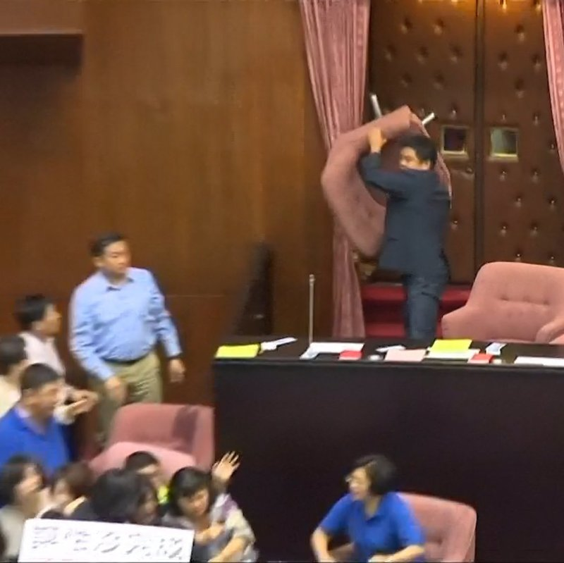 Когда не хватает аргументов на дебатах в Тайване 9gag, государственная дума, депутат, депутаты, идиотизм, опозорить страну, позор, политики