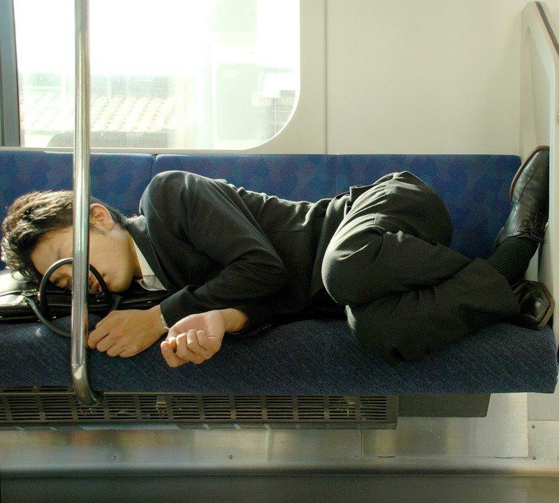 6. Японцам разрешено спать в рабочее время (это даже поощряется!) в мире, интересное, полезно, путешествия, страна, факты, фото, япония