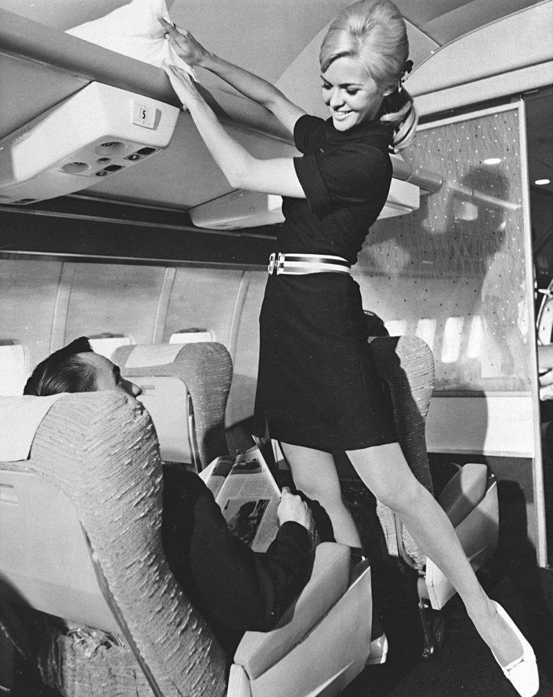 Секс в салоне с американской стюардессой