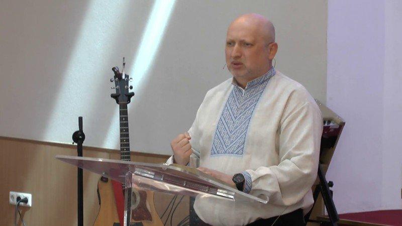 Пастор сандей зомбирует проповедями о сексе