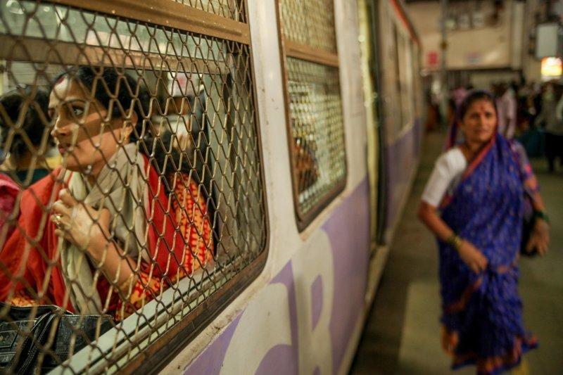 Женские вагоны метро: необходимость или роковая ошибка?