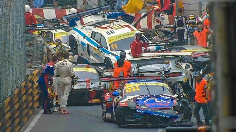 Массовая авария на гонке FIA GT в Макао авария, авто, автоспорт, видео, гонка, гонки, массовая авария, спорткар