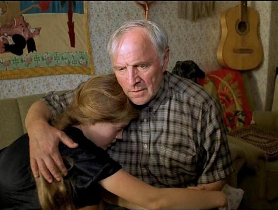 Фото порно дед насилует внучку