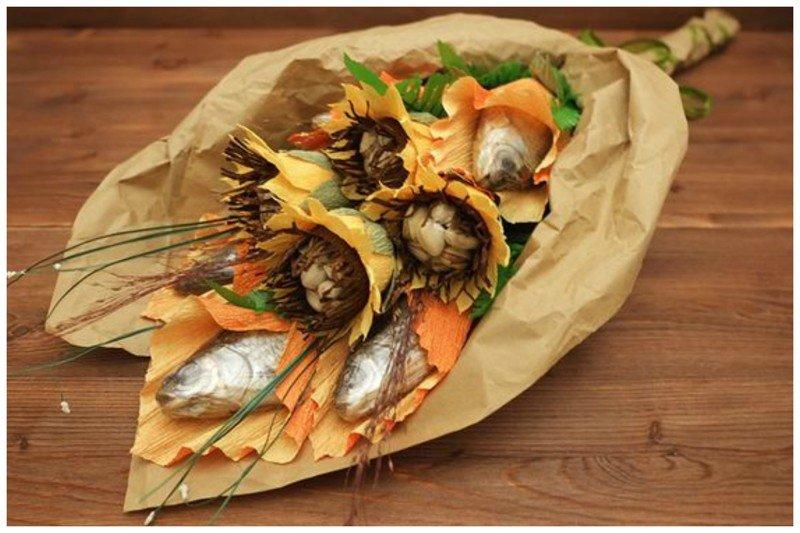 Для изготовления такого букета подойдет хорошо высушенная и просоленная рыба.