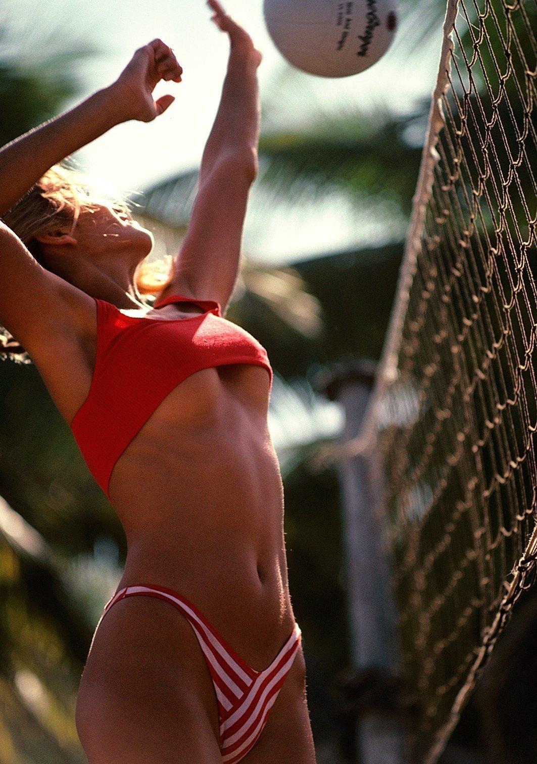 Красотка топлес играют волейбол, смотреть секс с очень красивой девушкой с сиськами