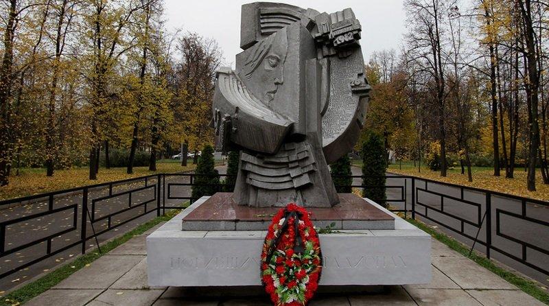 Памятник всем погибшим на стадионах мира, который установили на территории спорткомплекса «Лужники» спустя десять лет после трагедии СССР, интересное, катастрофы, сми, советский союз, трагедии