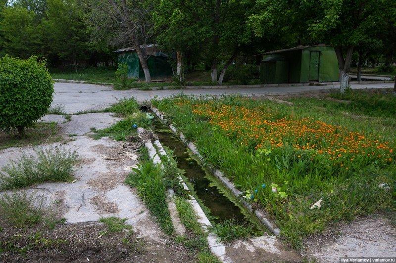 Вот так выглядит парк в центре Ашхабада, куда туристы не заходят  Ашхабад, пыль в глаза, туркменистан