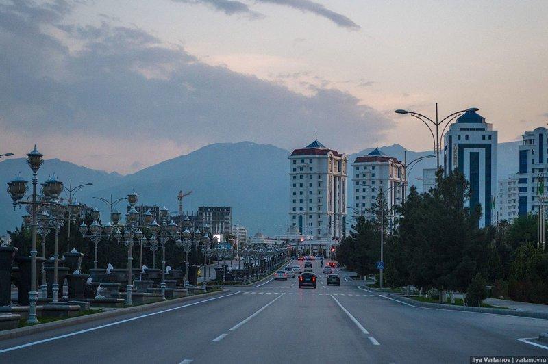 Одна из главных улиц Ашхабада Ашхабад, пыль в глаза, туркменистан