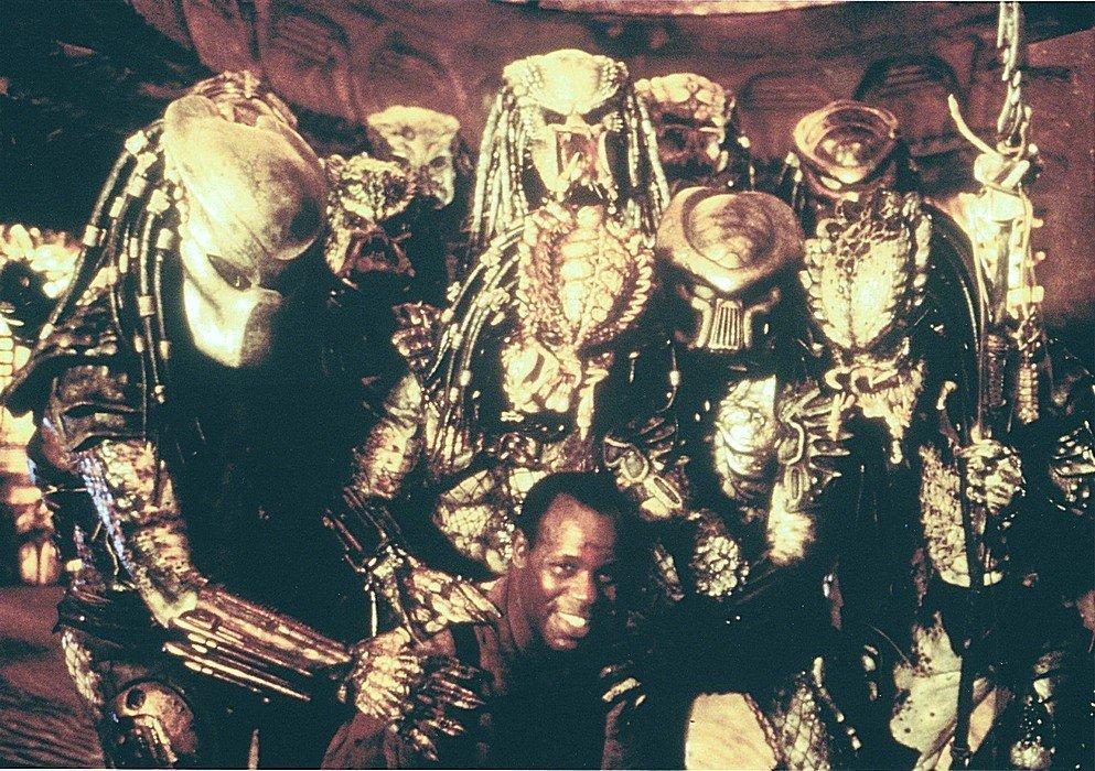 Картинки по запросу Дэнни Гловер на съемках фильма «Хищник 2», 1989 год.