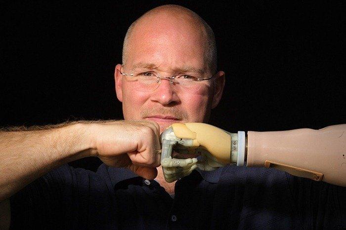 3. Управление протезом при помощи импульсов головного мозга гипотезы, наука, нобелевская премия, открытия, ученые