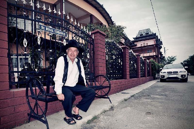 Простая жизнь цыганских миллионеров из города Бузеску барон, бузеску, роскошь, цыгане