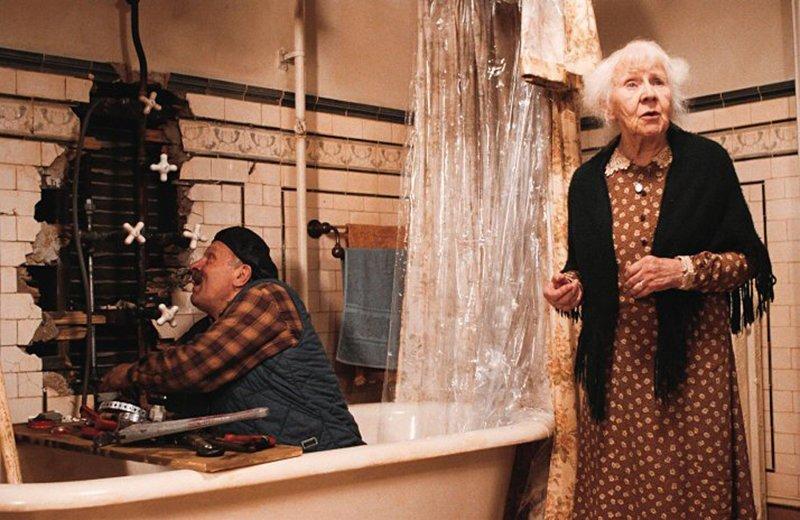 Порно фильм про старых женщин которые сдают квартиры