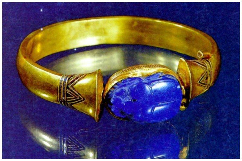 Скарабей на золотом браслете с мумии египетского фараона древний египет, искусство, красота, невероятное, удивительное, ювелирное